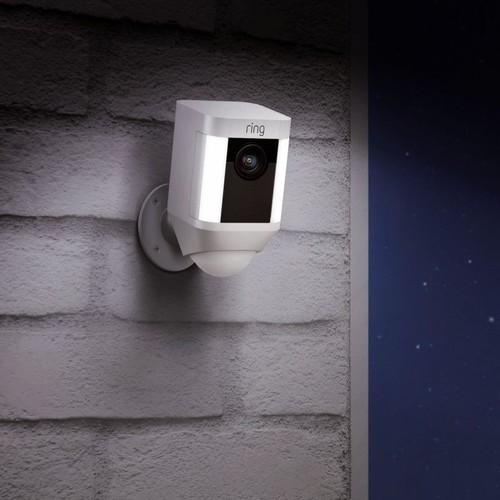 4462229 Ring 8SB1S7-WEU0 Überwachungs- kamera WLAN weiß Batterie Produktbild Additional View 2 L