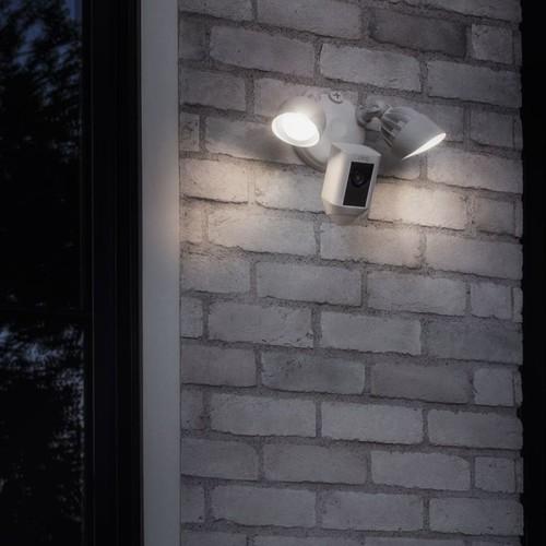 4462225 Ring 8SF1P7-WEU0 Überwachungs- kamera WLAN weiß Flutlicht Produktbild Additional View 3 L