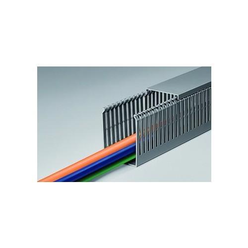 01132 T1-EF BOCCHIOTTI 100x100 G Verdrahtungskanal Veingeschlitzt Produktbild Front View L
